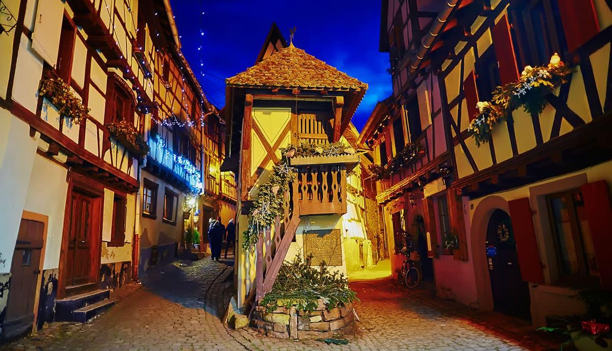 Décoration de Noël à Éguisheim en Alsace
