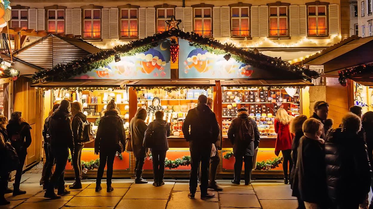 Cabanon en bois au marché de Noël à Strasbourg