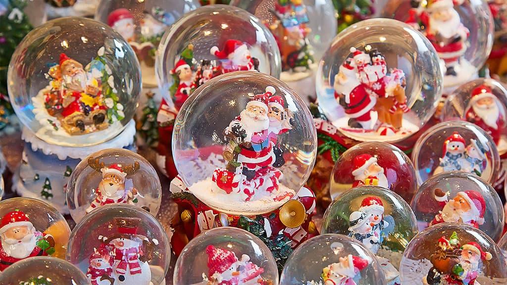 Déco boule de noël avec le Père Noël à Mulhouse
