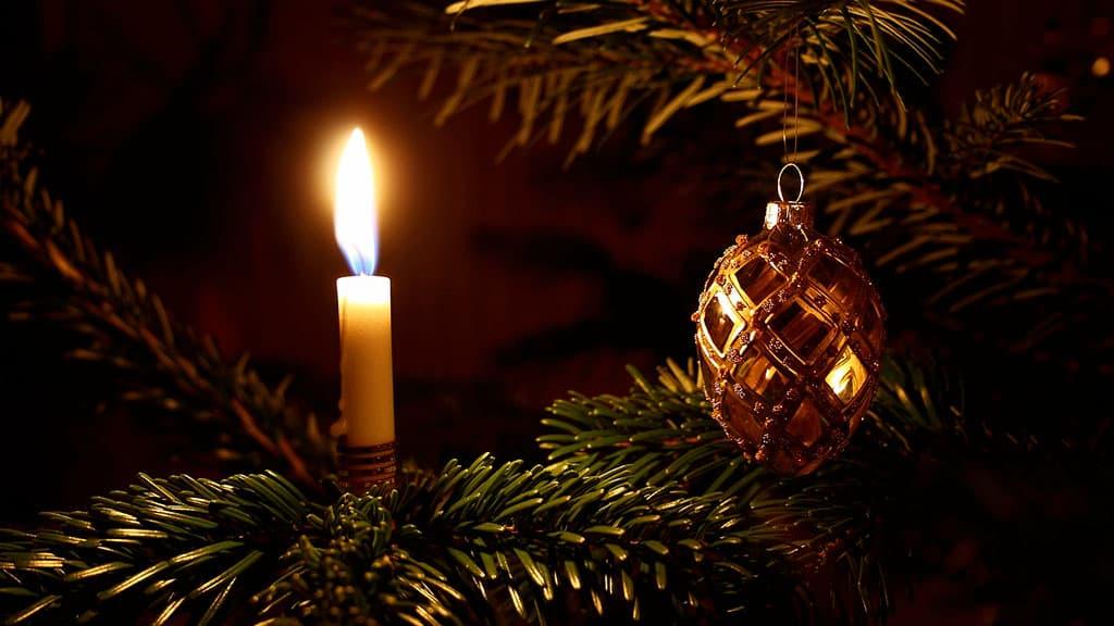 Arbre de Noël et bougie