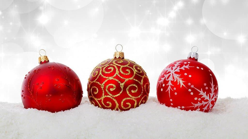 Boule de Noël en verre pailletée