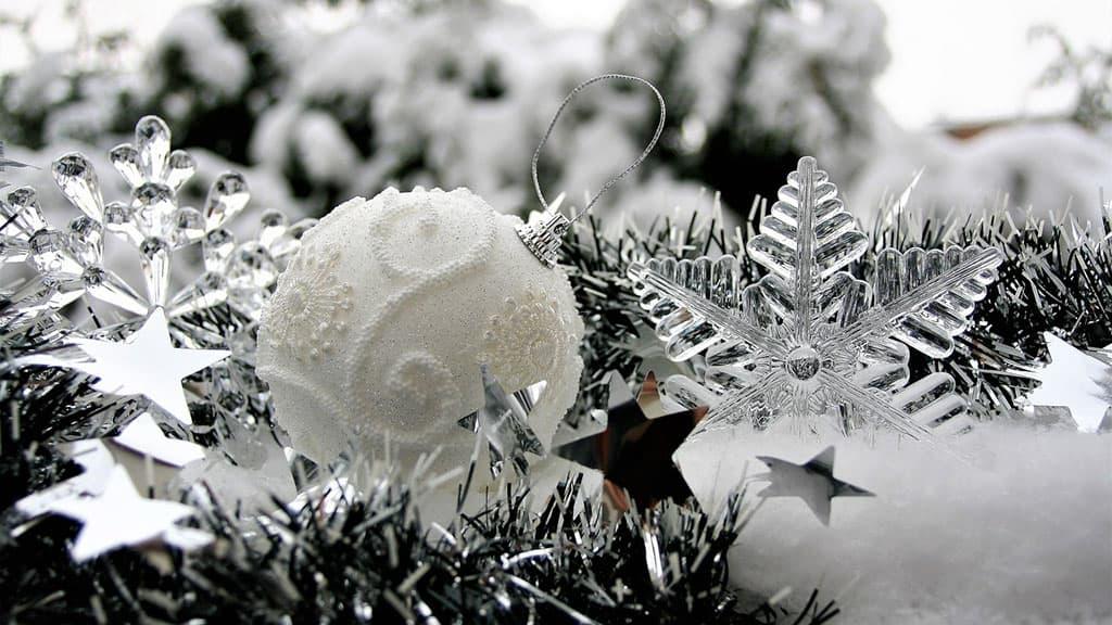 Boule de Noël originale blanche