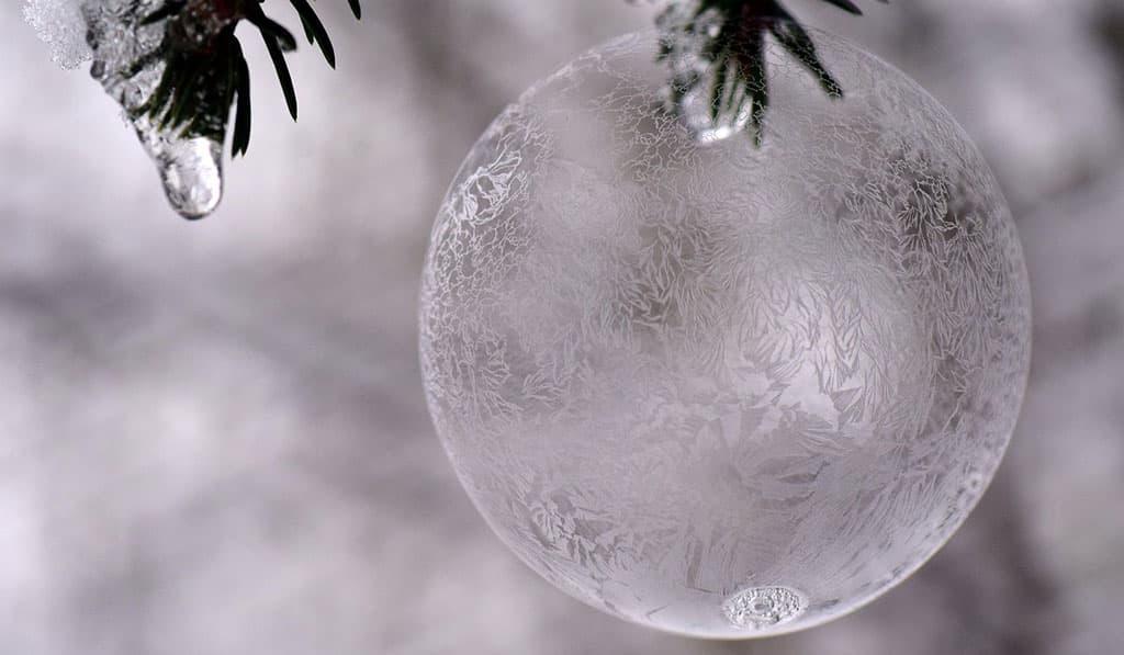 Boule de neige cristal décor féerique